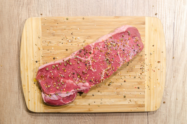 This image has an empty alt attribute; its file name is beef-chopping-board-fillet-food-618775.jpg